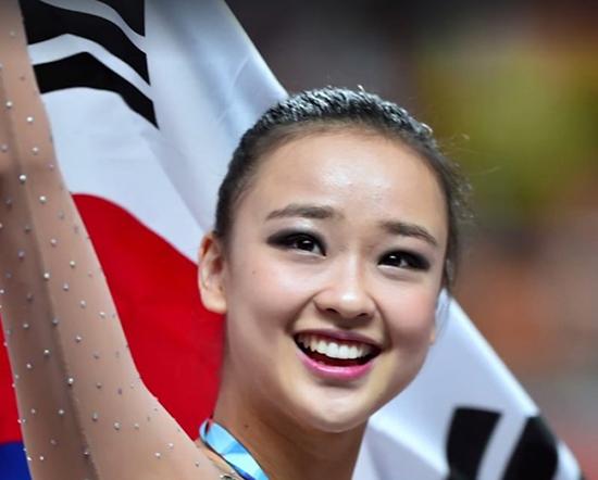 Cô cũng có thân hình thu hút nhờ tập luyện các bộ môn phối hợp. Son Yeon Jae là một trong những kỳ vọng của Hàn Quốc ở Olympic Rio.