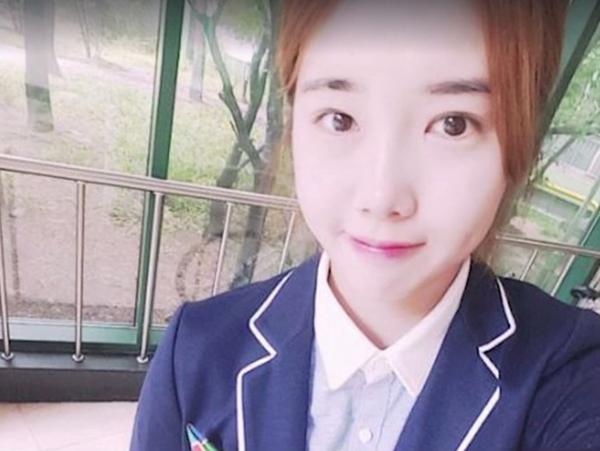 Ngoài thân hình thon gọn có được nhờ tập luyện, Park Seung Ah còn có vẻ ngoài sắc sảo và các nét nhỏ nhắn, thu hút. Ngoài đời, Park Seung Ah nhí nhảnh như mọi nữ sinh trạc tuổi cô.