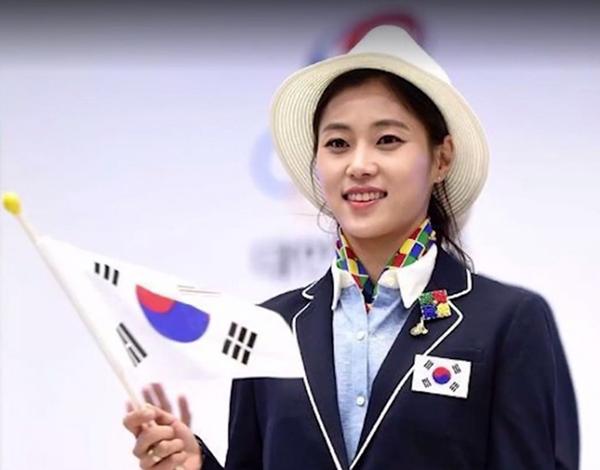 Kim có gương mặt ưa nhìn, đậm chất Hàn Quốc.