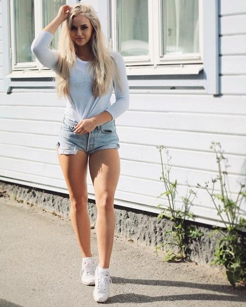 Hot girl Thụy Điển bắt đầu thu hút sự chú ý từ năm 2013 dù chỉ đăng tải ảnh tự sướng cá nhân. Sau đó, Anna dần trở nên nổi tiếng, lượng fan tăng nhanh chóng nhờ cập nhật những bài tập gym hàng ngày của chính cô.