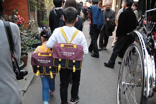 8. Tỷ lệ đến trường ở Nhật vào khoảng 99,99% Học sinh Nhật không trốn học hay đi học muộn. Khoảng 91% học sinh Nhật không bao giờ, hoặc chỉ một vài buổi, không chú ý lắng nghe giáo viên giảng bài. Bao nhiêu quốc gia có thể đưa ra những con số thống kê như vậy?