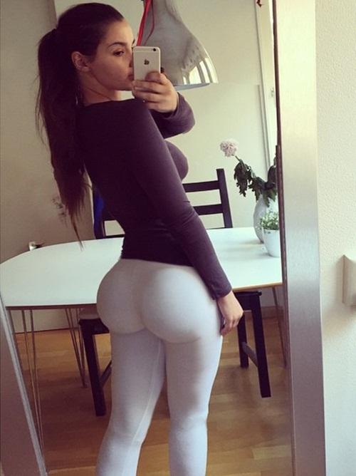 Ines trở nên nổi tiếng khi cộng đồng Instagram chú ý tới những đường cong không tưởng của cô.