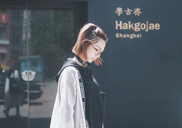 Trong 3 ngày ở Thượng Hải, Min được đón tiếp rất chu đáo, ở tại khách sạn 5 sao Andaz Xintiandi ngay Trung tâm Thượng Hải. Ngoài thời gian có mặt tại sự kiện, Min cũng tranh thủ đi thăm những cảnh đẹp ở thành phố hoa lệ hàng đầu châu Á.