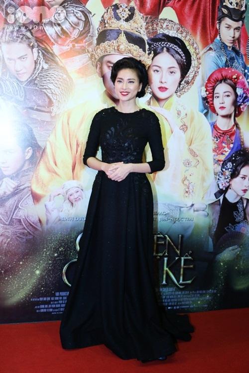 Đạo diễn Ngô Thanh Vân diện cây đen.