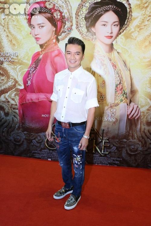 Ca sĩ Đàm Vĩnh Hưng đến chúc mừng cô em thân thiết Ngô Thanh Vân và đoàn phim.