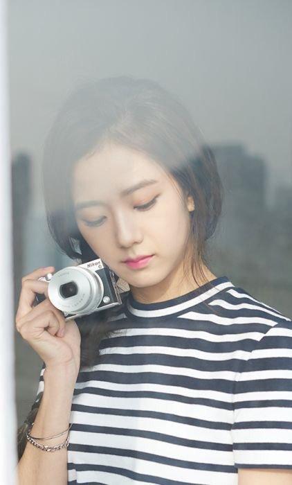 Nhóm mới ra mắt vài ngày nhưng đã tạo được sự hứng thú từ công chúng, các bài hát đạt thứ hạng cao. Ji Soo được nhận xét là ngày càng đẹp, sở hữu những đường nét dễ chịu, phù hợp với công chúng và chắc chắn ngày càng phát triển.