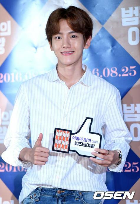 kpop-style-18-8-baek-hyun-lo-than-hinh-sieu-gay-kim-yoo-jung-goi-cam-1