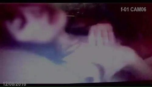 Hình ảnh cắt từ clip nóng được cho là của Hari lan truyền chóng mặt trên mạng.