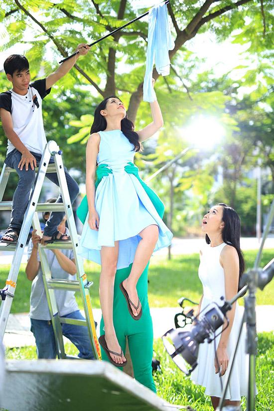 MV Ngày bồng bềnh là một trong những sản phẩm thuộc dự án âm nhạc của Chi Pu trong năm 2016. Không giống những clip từng được ra mắt, nữ diễn viên gốc Hà Nội phải thể hiện khả năng bay nhảy trên không trung một cách điêu luyện.
