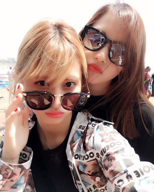 sao-han-18-8-baek-hyun-mat-non-choet-mina-om-momo-tinh-cam-6