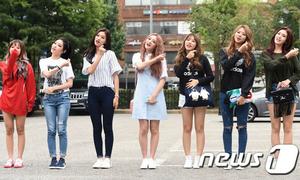 Kpop style 19/8: Tân binh Kpop xúng xính đến show Music Bank