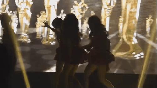 5-thu-pham-gay-tai-nan-san-khau-cho-cac-sao-kpop-4