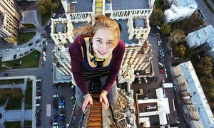Cô gái xinh đẹp gây rùng mình với loạt ảnh selfie 'không sợ chết'