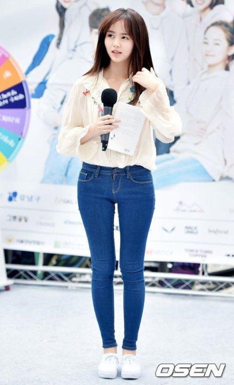 kim-so-hyun-gay-sot-vi-duong-cong-hong-chu-s-ro-net