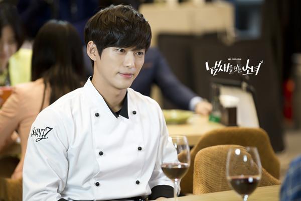 Trong The Girl Who Sees Smells, Nam Goong Min vào vai Kwon Jae Hee - một đầu bếp vừa điển trai, vừa tài năng và lịch thiệp.  9 ác nhân phim Hàn không ai ghét nổi vì quá đẹp trai 3 6277 1471628700