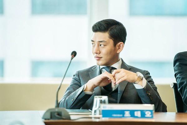 Jo Tae Oh là người thừa kế của tập đoàn quyền lực Sinjin. Với tiền bạc và thế lực gia đình, Tae Oh trở nên vô cùng ngạo mạn, coi trời bằng vung. Hắn hư hỏng, độc ác và sẵn sàng giở mọi thủ đoạn để trốn tránh tội ác mình gây ra.  9 ác nhân phim Hàn không ai ghét nổi vì quá đẹp trai 4 copy 3739 1471628700