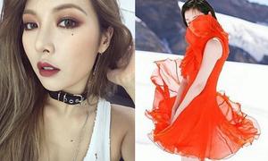 Sao Hàn 20/8: Sulli giữ váy khỏi gió, Hyun Ah trang điểm kiểu Tây xinh đẹp