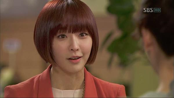 Hong Se Na thông minh và đầy tham vọng. Cũng vì khát khao có được danh vọng và tiền tài mầ cô không từ thủ đoạn để đạt được điều mình muốn. Từ một cô gái có hoàn cảnh nghèo khó cô vươn lên trở thành thư kí chủ tịch, trở thành một người phụ nữ xinh đẹp và thành đạt. Tuy nhiên, bấy nhiêu đó chưa đủ với Se Na, cô bắt tay với người yêu Tae Moo của mình hòng cướp vị trí người thừa kế của tập đoàn Home Shopping khỏi tay nam chính Tae Yong. Trong quá trình đó, không ít lần Se Na hãm hại Park Ha nhưng không thành.