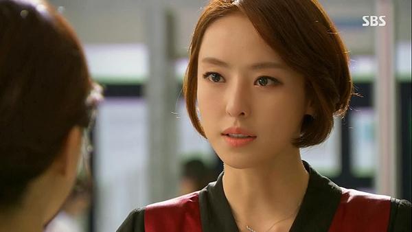 Do Yeon là đối thủ lớn nhất của nữ chính Bo Young, cô là một công tố viên lạnh lùng, kiên quyết với trái tim băng giá. Tính tình độc đoán nhưng Do Yeon không hề gây cảm giác khó chịu.Mặc dù khao khát đánh bại đối thủ của mình nhưng cô vẫn luôn làm theo lẽ phải và công bằng. Vẻ ngoài lạnh lùng nhưng bên trong Do Yeon vẫn là cô gái giàu cảm xúc, biết cảm thông.