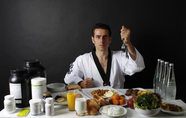 Vận động viên Taekwondo Bahri Tanrikulu có chế độ ăn đủ dinh dưỡng, nạp vào cơ thể 3000 calo/ngày.