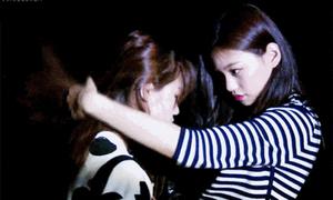 Thành viên I.O.I này đang khiến fan nữ cũng si mê vì quá... ga lăng