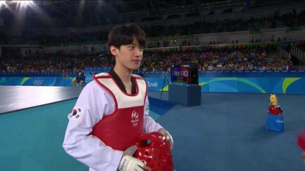 van-dong-vien-olympic-hot-nho-dep-trai-giong-chan-yeol-exo