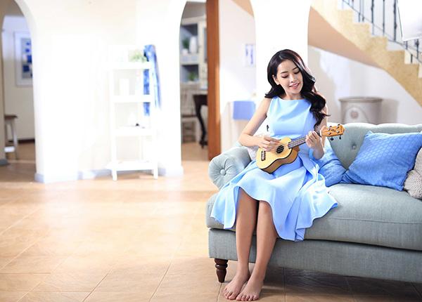 Sau khi hé lộ những hình ảnh hậu trường của sản phẩm âm nhạc mới nhất mang tên Ngày bồng bềnh, Chi Pu chính thức tung phiên bản MV của ca khúc. Với MV lần này, nữ diễn viên đã dành nhiều thời gian, tâm huyết cho đứa con tinh thần lần này. Thậm chí trước đó cô còn gác lại nhiều dự án để tập vũ đạo, dành trọn 26 giờ đồng hồ trong hai ngày cuối tuần liên tục để quay hình.