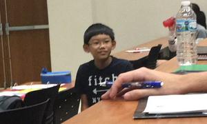 SV đại học Mỹ xấu hổ vì phải học cùng cậu bé 11 tuổi quá thông minh