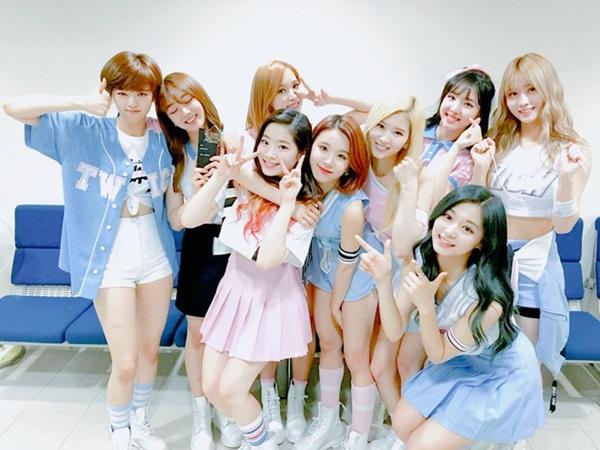 4-girl-group-tan-binh-danh-dau-thang-do-1
