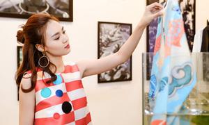Lan Ngọc xinh tươi mừng Trang Khiếu ra BST thứ tư