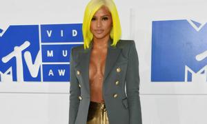 Loạt váy áo đặc biệt khiêu khích tại MTV VMAs