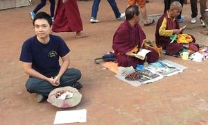 Tấm bảng giúp chàng trai Việt thu tiền gấp 10 lần những người ăn xin xung quanh