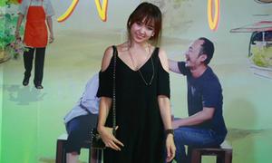 Hari Won một mình đến họp báo phim của Trấn Thành
