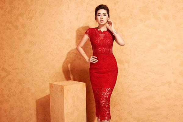 Được biết tới là mỹ nhân với những trang phục đẹp mắt, Á hậu Tú Anh luôn được  các hãng thời trang săn đón