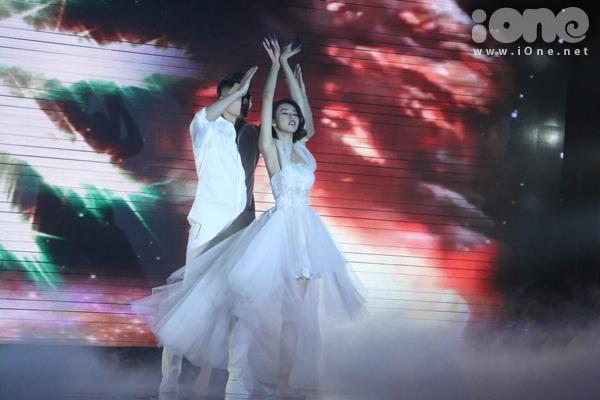 Nhảy nhót không phải là thế mạnh của cô nàng nhưng Phương Anh vẫn thực hiện phần thi khá thành công.