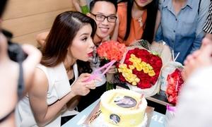 Phạm Hương được fan ruột mừng sinh nhật sớm