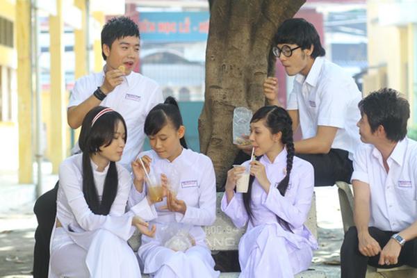 4-kieu-dong-phuc-nu-sinh-quen-mat-tren-phim-viet-2