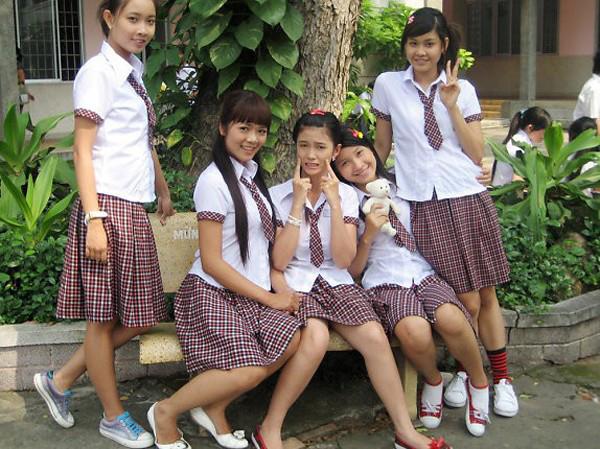 4-kieu-dong-phuc-nu-sinh-quen-mat-tren-phim-viet-7