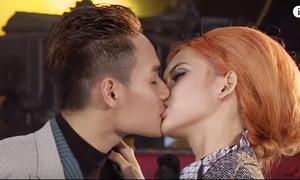 Gặp bạn diễn nam là khóa môi, gái xinh Next Top được phong 'thánh hôn'