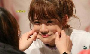 Những hành động gây tranh cãi của fan khi gặp mặt idol