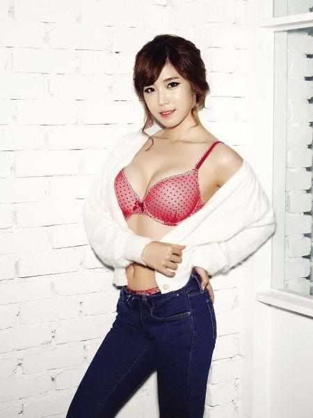 Là idol nữ sở hữu vòng 1 đẹp nhất Kpop, Hyo Sung là sự lựa chọn hàng đầu của nhiều thương hiệu đồ lót. Nữ ca sĩ đã giúp Yes hốt bạc khi nhận lời làm gương mặt đại diện cho thương hiệu nội y nổi tiếng này.