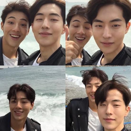 Ji Soo nói rằng anh có nhiều bạn là con trai hơn con gái bởi vì cấp 2 và cấp 3 Ji Soo học ở trường nam sinh. Ngoài Nam Joo Hyuk, Ji Soo còn thân vớiRyoo Joon Yeol, Byun Yo Han, and EXOs Suho.