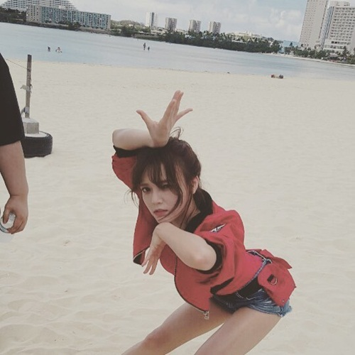 sao-han-6-9-krystal-hen-ho-amber-hyo-min-khoe-chan-dai-ao-dieu-1