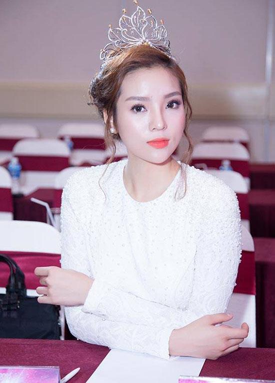 guong-mat-ky-duyen-bien-doi-theo-tung-kieu-trang-diem-5