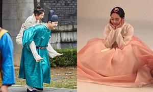 Sao Hàn 7/9: Kim Yoo Jung đi chân đất, Go Ara mặc hanbok đáng yêu