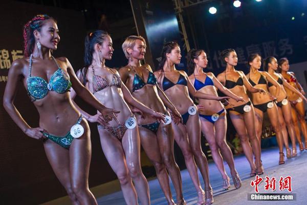 Cuộc thi thể hình ở tỉnh Hải Nam không chú trọng cơ bắp với các thí sinh nữ mà   đánh giá cao hình thể cân đối, tổng hợp sức mạnh và vẻ đẹp.
