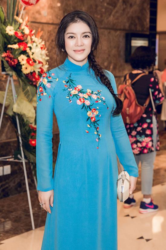 ly-nha-ky-mac-ao-dai-gian-di-tiep-kien-tong-thong-phap-2
