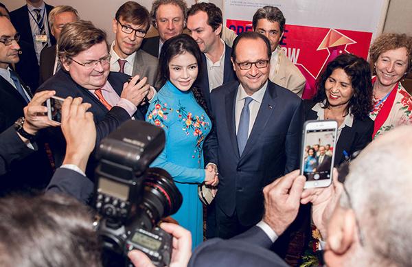 Có sự ưu ái đặc biệt trên của phái đoàn cũng như Tổng thống Pháp Francois Hollande dành cho Lý Nhã Kỳ là bởi cô hiện có rất nhiều hoạt động kinh tế, thương mại với Pháp, đặc biệt cô đang là nhà bảo trợ cho LHP Cannes.