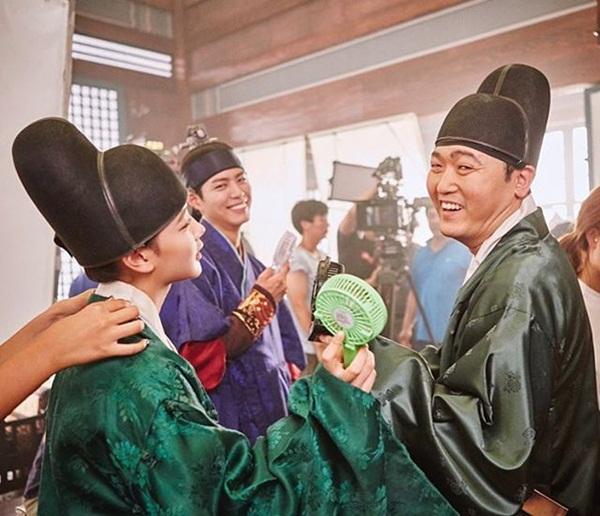 sao-han-8-9-suzy-tinh-tu-kim-woo-bin-seung-ri-dan-mat-vao-my-nu-5