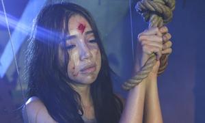 Elly Trần chịu xấu xí, bầm dập trong phim mới